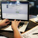 Injurier son patron sur Facebook : qu'en disent les juges ?